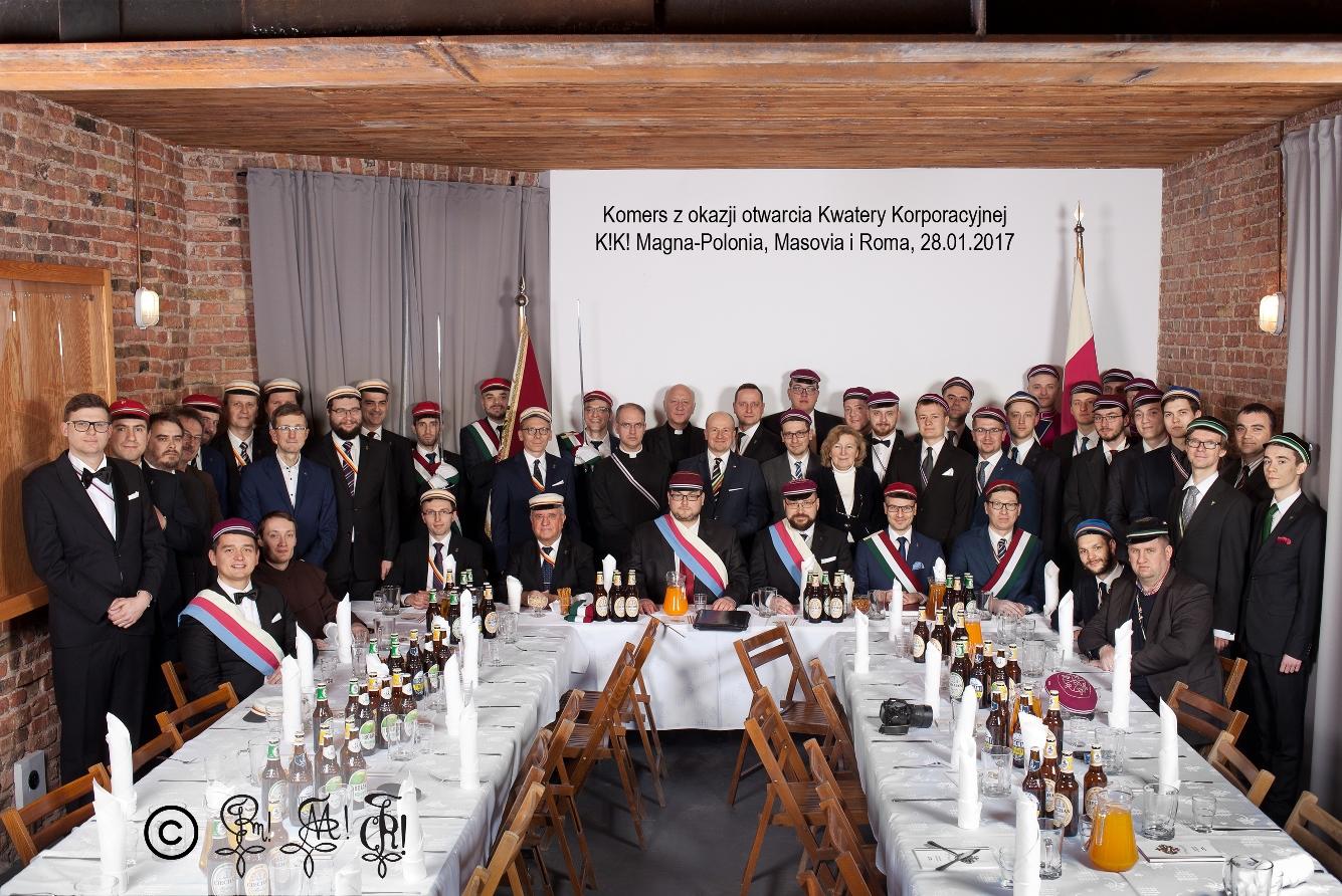 Zdjęcie grupowe komers otwarcia kwatery zm